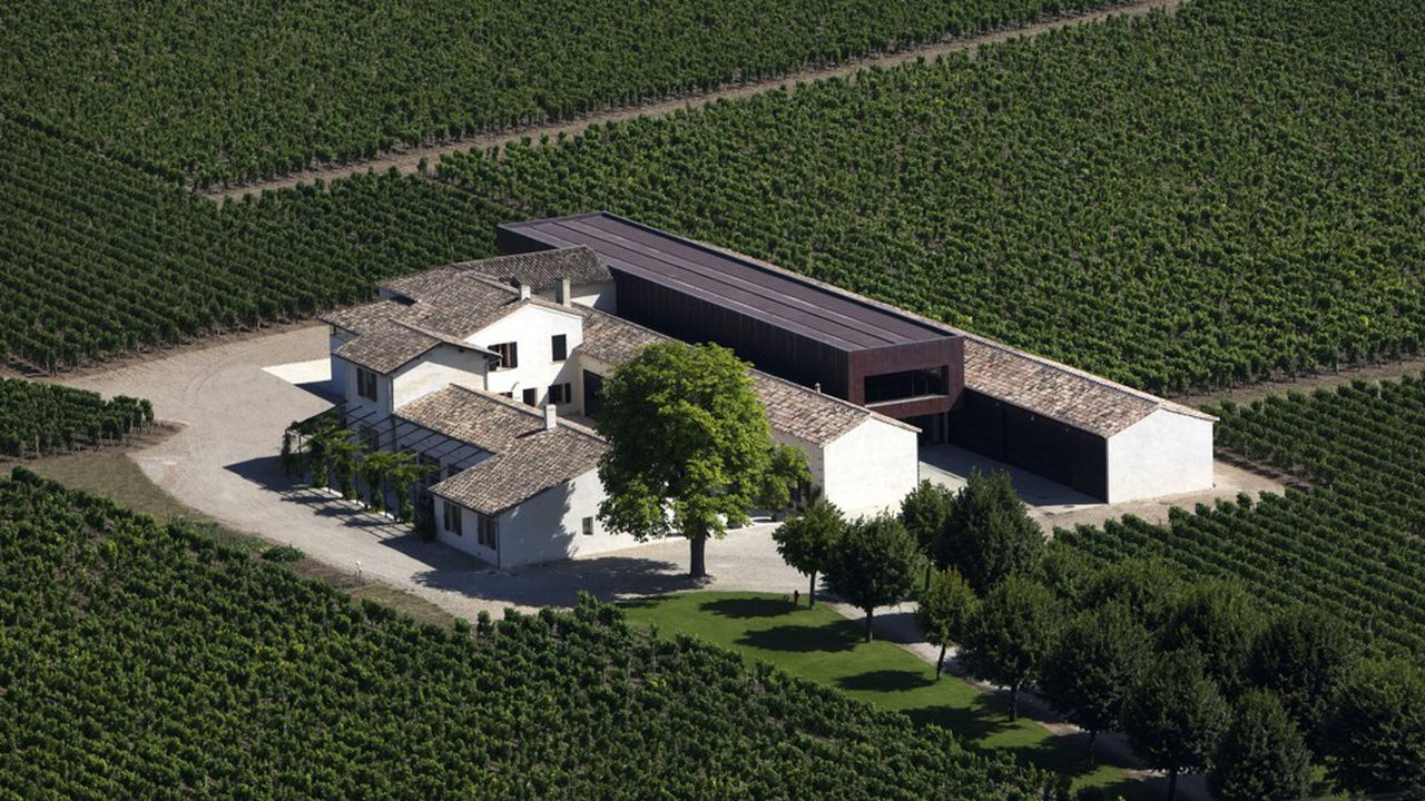 Depuis l'achat de Château Beauregard, les propriétaires des Galeries Lafayette avaient en tête l'acquisition de Château Petit-Village.