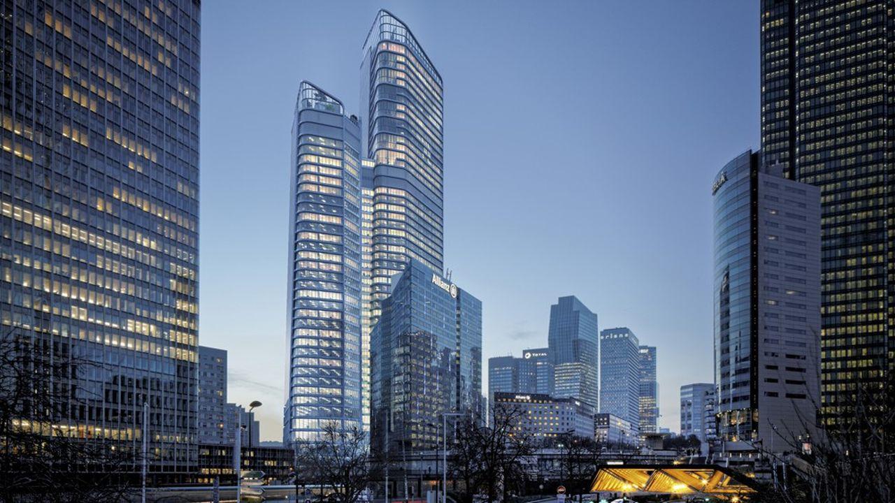 L'actuelle Tour Michelet sera rasée cette année pour construire d'ici la fin de 2025 The Link, deux tours siamoises, s'élevant à 228 et 165 mètres (50 et 35 étages respectivement) au-dessus du parvis de La Défense, reliées à chaque étage sur trente niveaux par des passerelles vitrées (les «links»).