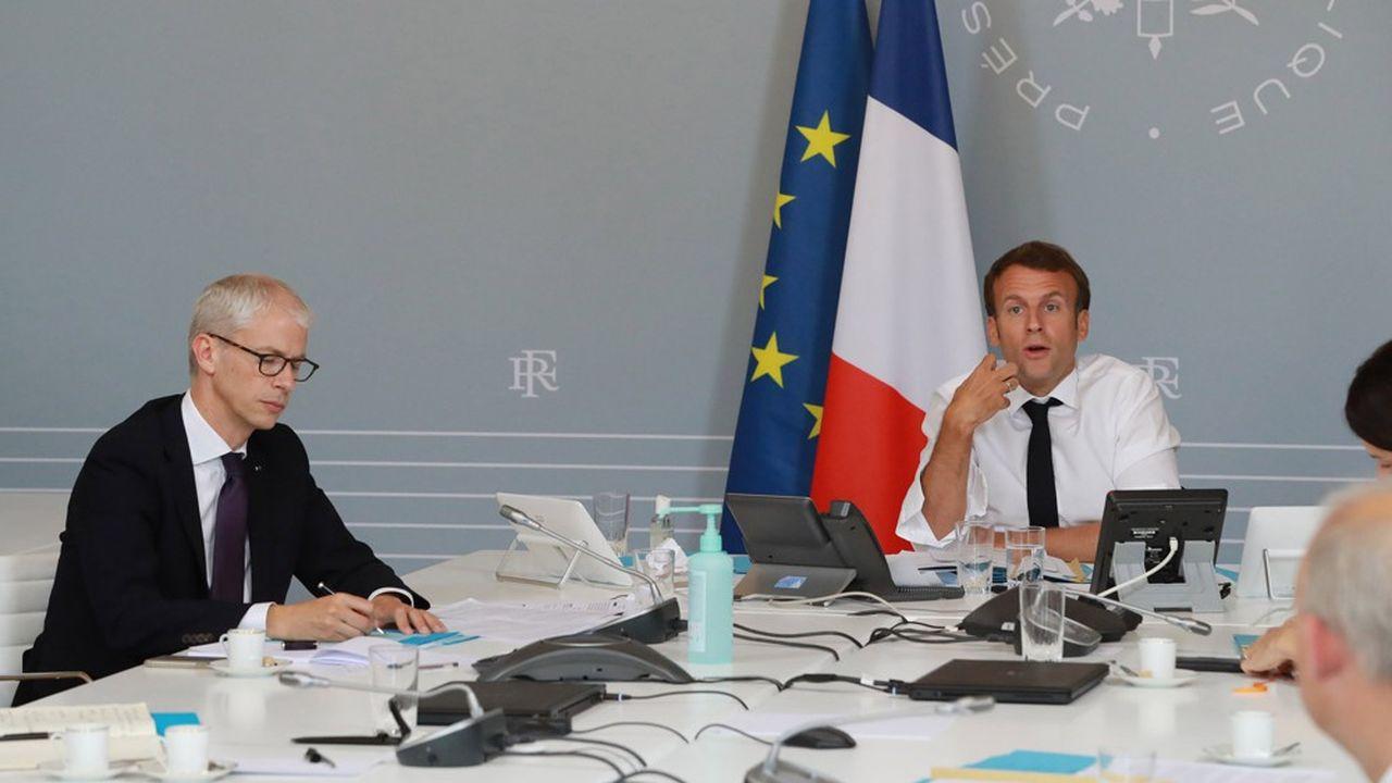 Emmanuel Macron (à droite) a fait plusieurs annonces en faveur de la culture début mai, que Franck Riester, le ministre de la Culture, a ensuite détaillées.