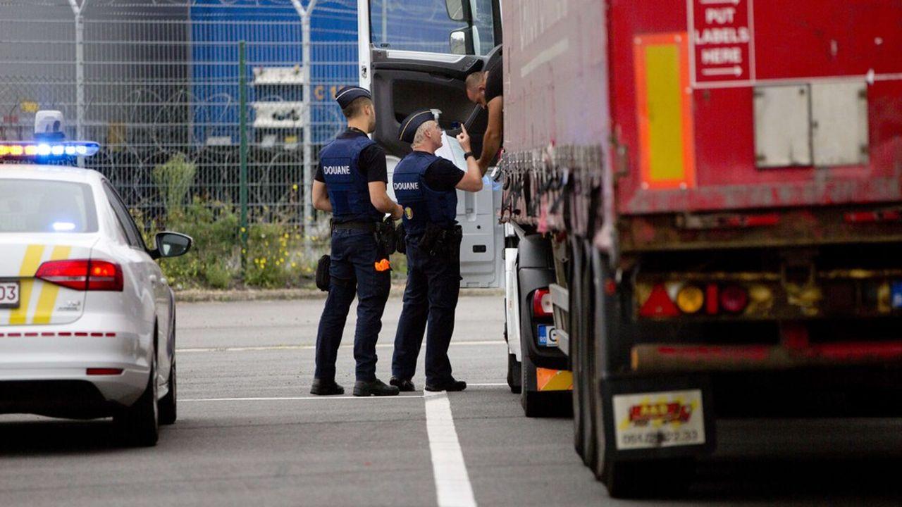 Le Royaume-Uni renonce à mettre en place des contrôles douaniers stricts le 1erjanvier.
