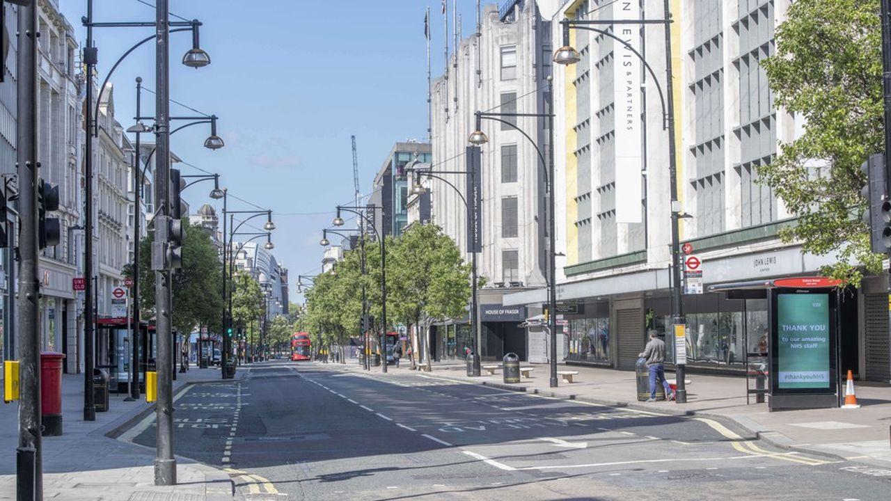 Le Covid-19 a eu un impact gigantesque sur l'économie britannique: une Oxford Street vide à Londres laisse imaginer les dégâts sur le commerce.