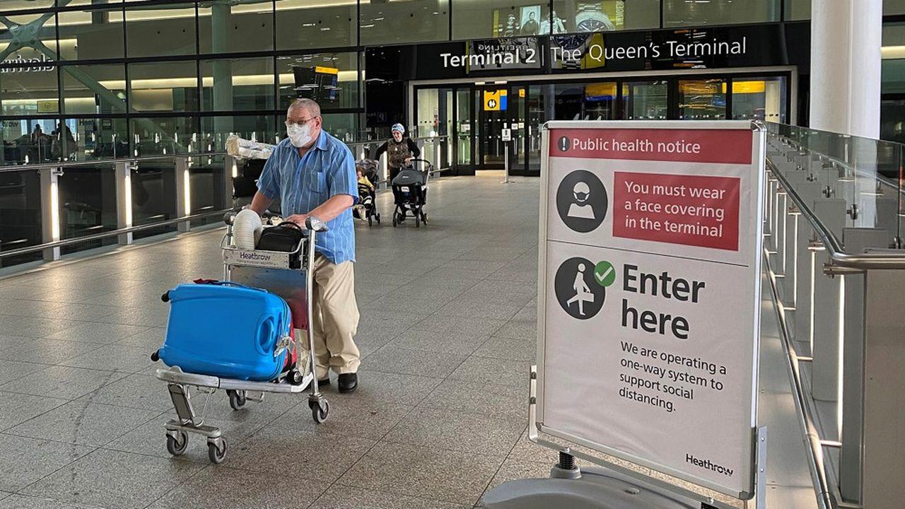 La mesure de quarantaine, qui a suscité une décision analogue des autorités françaises à l'égard des voyageurs venant du Royaume-Uni au nom de la réciprocité, s'applique depuis lundi matin