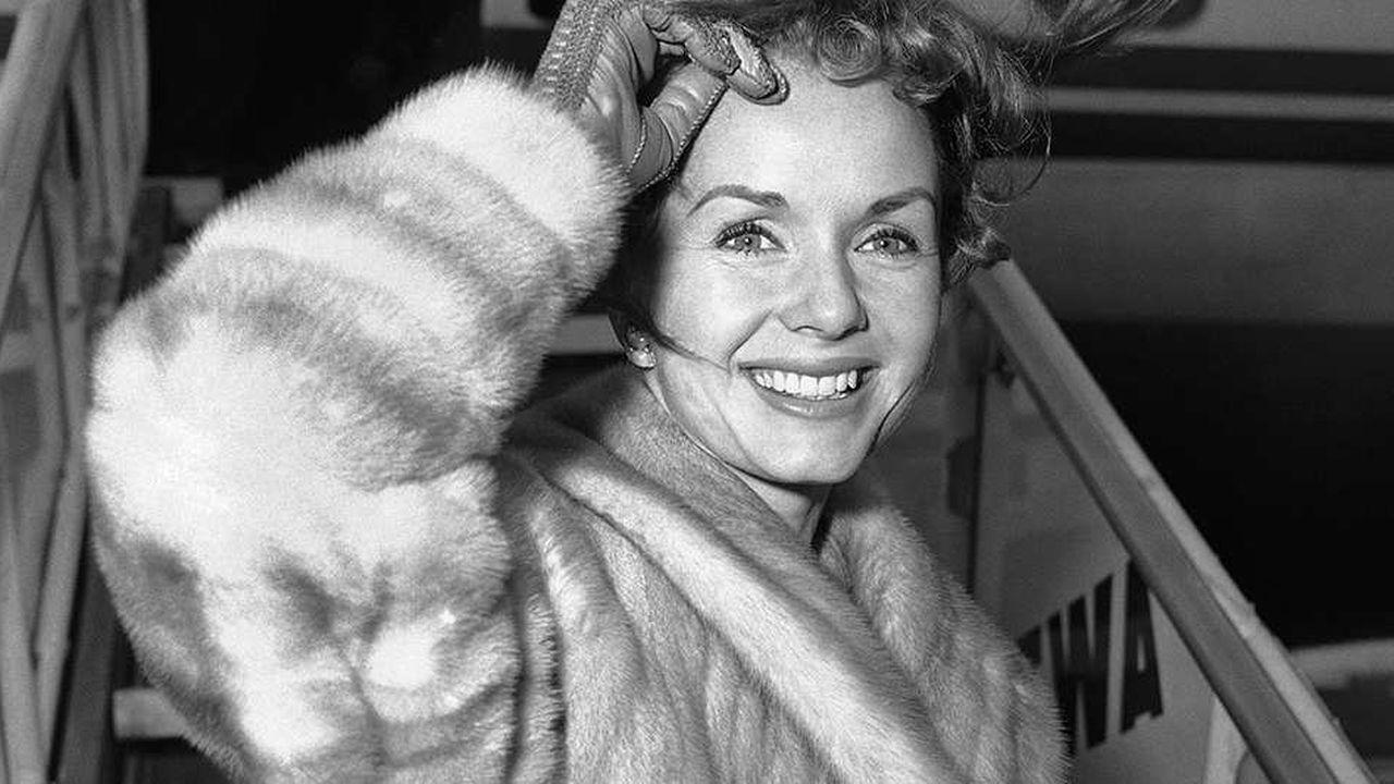 """Debbie Reynolds, l'une des dernières grandes actrices de l'âge d'or d'Hollywood, était mondialement connue, notamment pour son rôle dans la comédie musicale """"Singing in tThe Rain"""""""