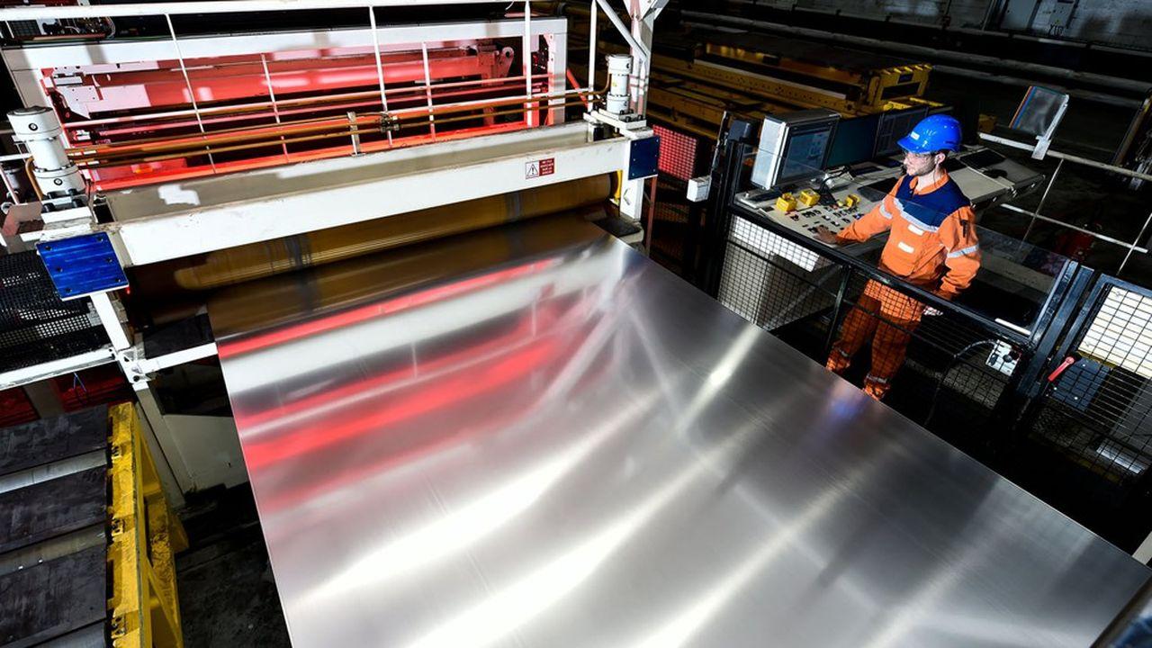 Atelier tôlerie fabrication des rouleaux de feuilles d'Aluminium