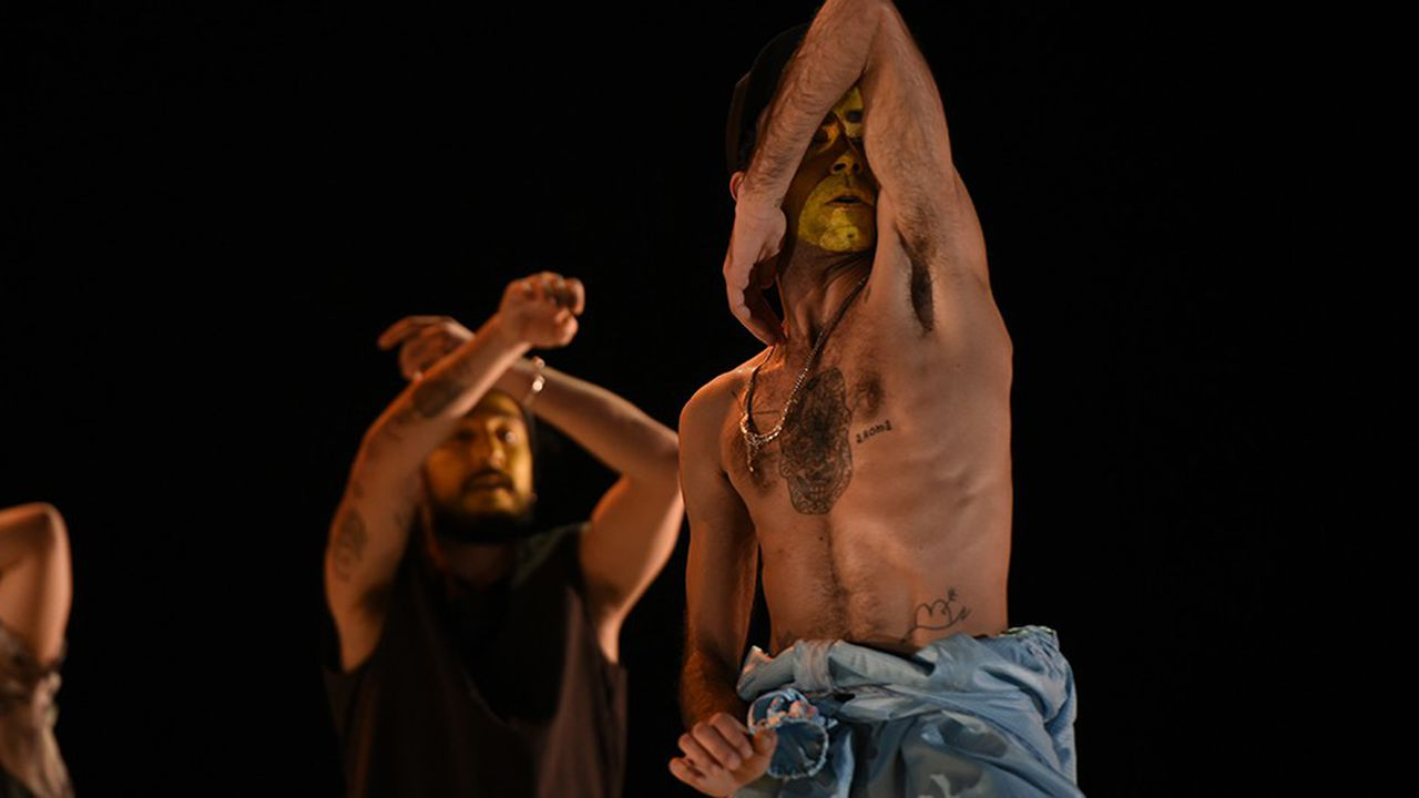En voyant «Brother», on sent les influences comme le voguing ou la danse venue d'Afrique du Sud.