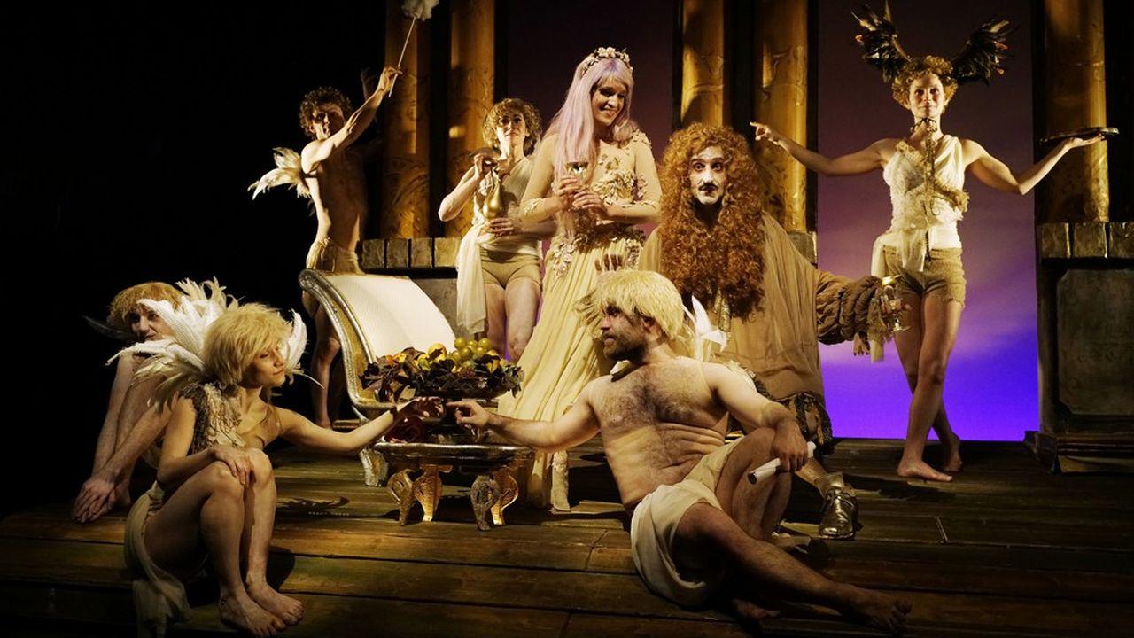 Psyché (Jeanne Pasquier) et Amour (Philippe Gouin) entourés de leur cour d'angelots.