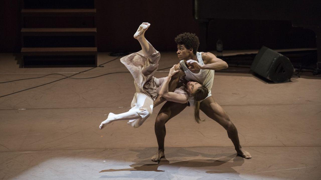 Hannah Rudd et Liam Francis, deux jeunes danseurs du Ballet Rambert.