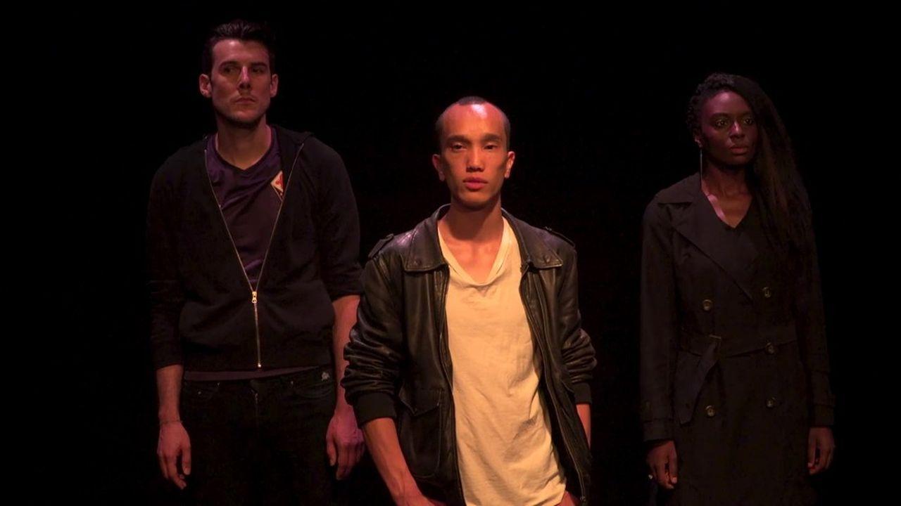 Luca (Mathieu Touzé), Léo (Yuming Hey) au premier plan et Anna (Estelle N'Tsendé) portent à trois voix l'oeuvre de Philippe Besson.