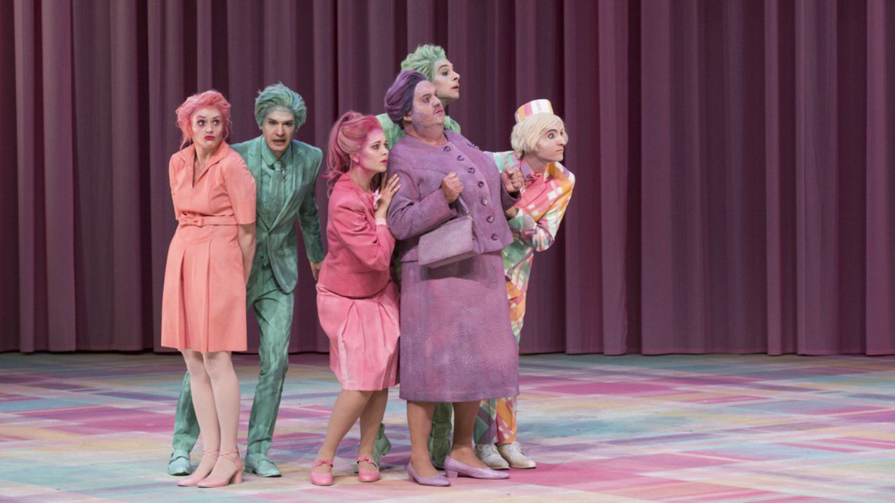 La fantaisie, le délire même mènent la danse et emportent le public dans un tourbillon.