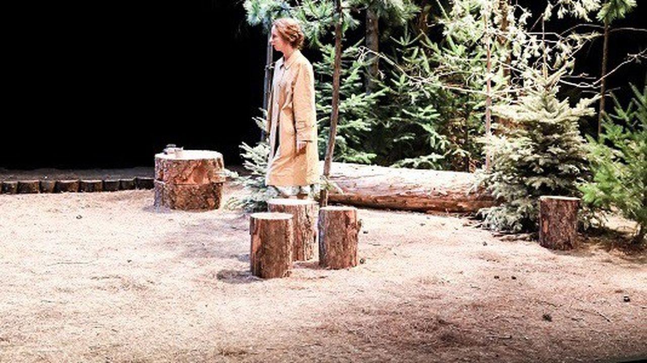 Marie Rémond adapte cette nouvelle de Jane Bowles avec un parti pris naturaliste qui n'est pas sans rappeler le théâtre de Tennessee Williams.
