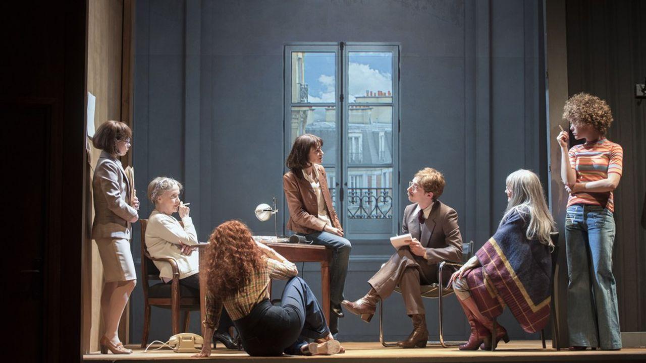 Gisèle Halimi (Françoise Gillard) et ses amies militantes féministes en interview.