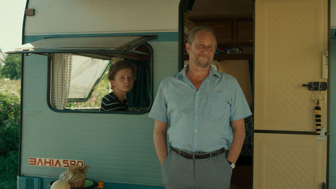 Le film se distingue en dépeignant avec une certaine originalité une famille de doux dingues. L'occasion pour Benoît Poelvoorde de cabotiner joyeusement.