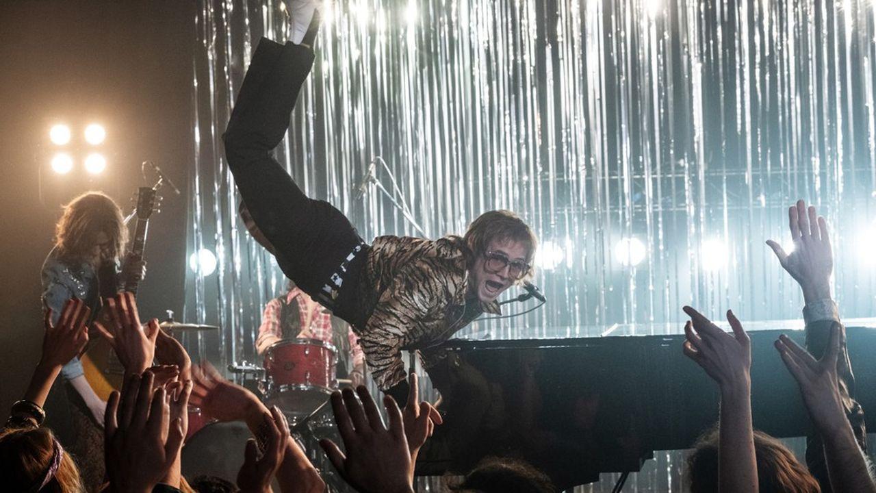 Taron Egerton chausse les lunettes géantes d'Elton John quand il n'était pas encore «Sir» mais boulimique, alcoolique, drogué et accro au sexe.