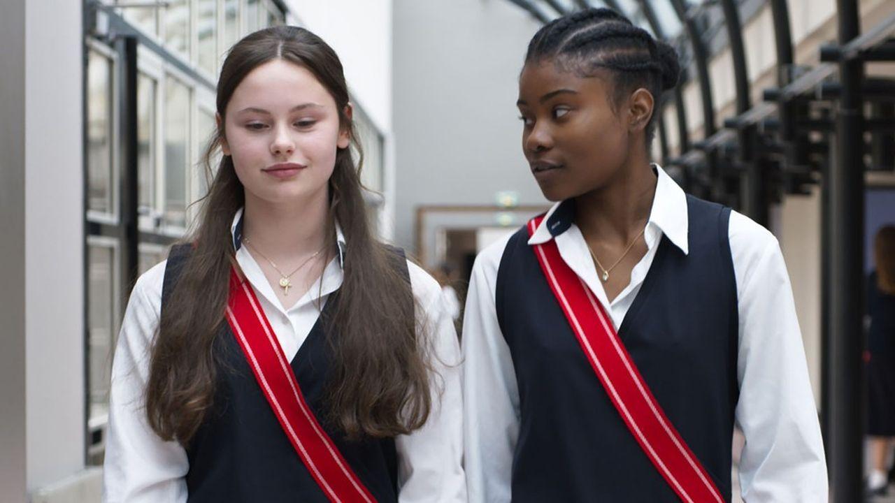 L'institution pour jeunes filles de la Légion d'Honneur, implantée à Saint-Denis, est gagnée par la fièvre vaudoue.