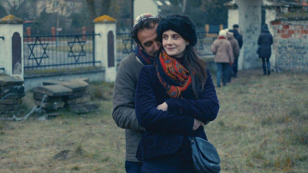 Anna (Judith Chemla) et Adam (Arthur Igual), Parisiens d'ascendance juive polonaise partent à la recherche de leurs racines du côté de Cracovie.