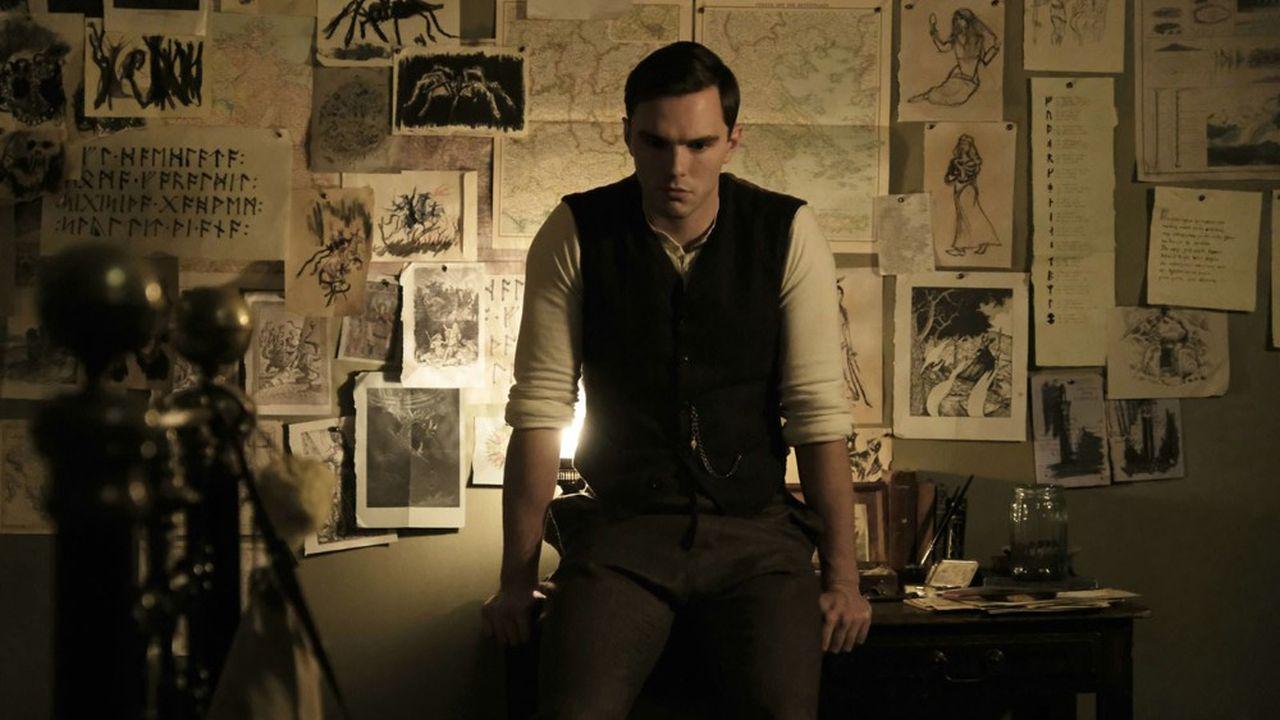 Orphelin à l'âge de douze ans, J.R.R. Tolkien (Nicolas Hoult) est confié au père Francis Morgan qui sera son tuteur jusqu'à ses vingt et un ans.