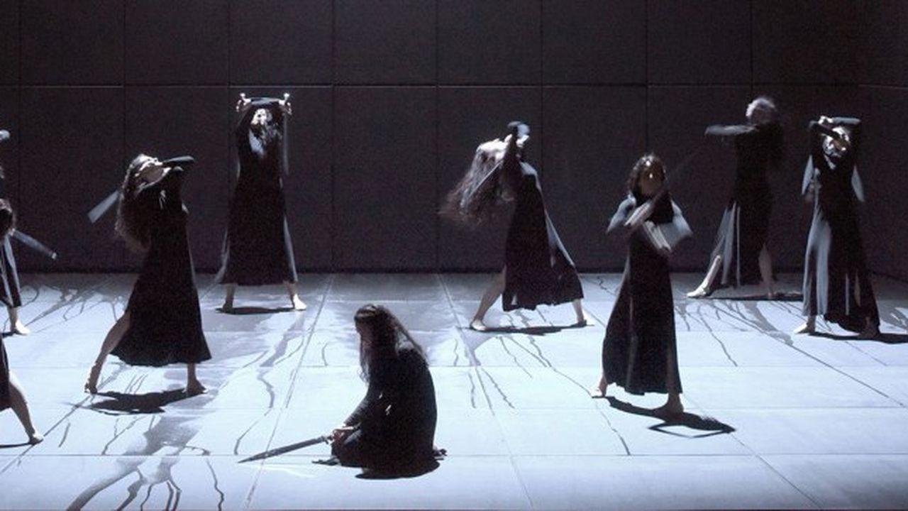 Les danseuses qui accompagnent Iphigénie sont agitées des sombres tourments qui éprouvent son âme.