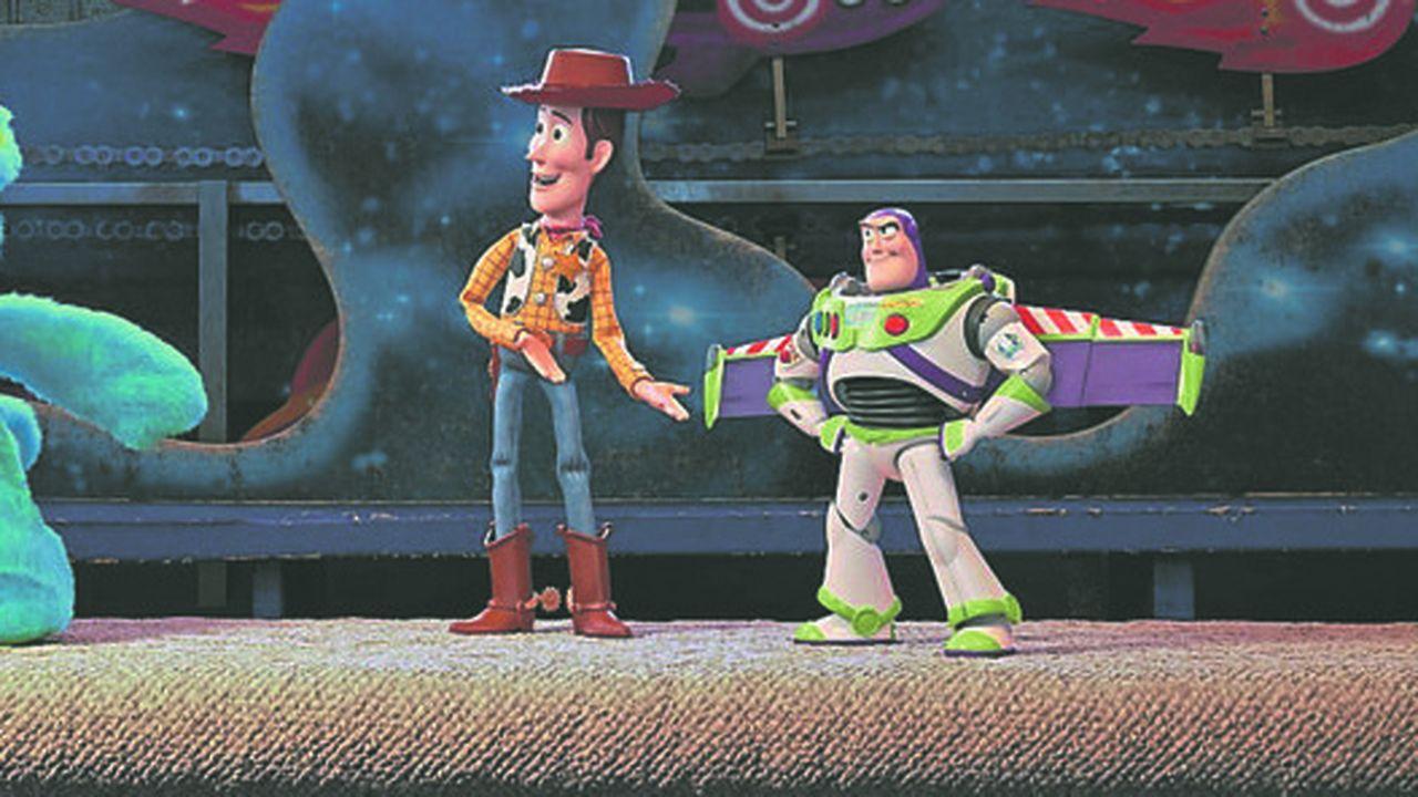 Ducky and Bunny rencontrent Woody et Buzz L'Eclair à la fête foraine.