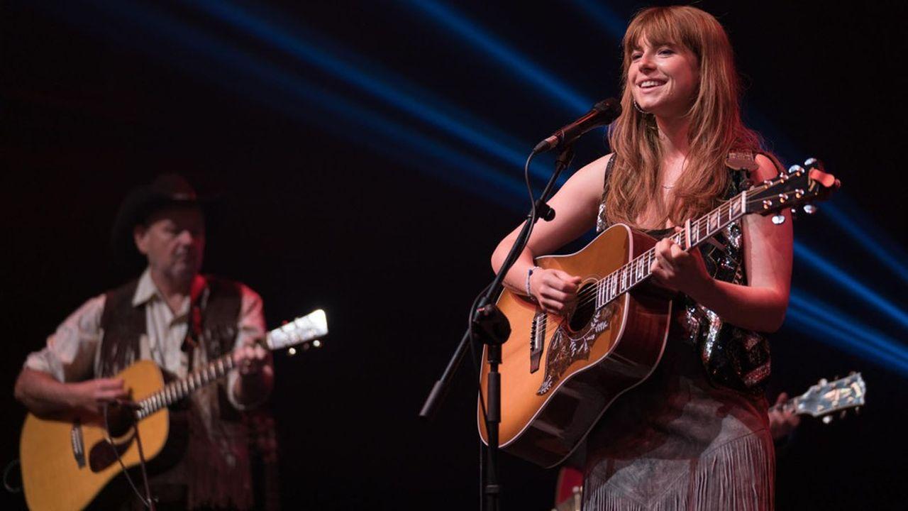 Rose-Lynn (Jessie Buckley) se retrouve pleinement en accord avec elle-même quand elle interprète l'un de ces morceaux de country.