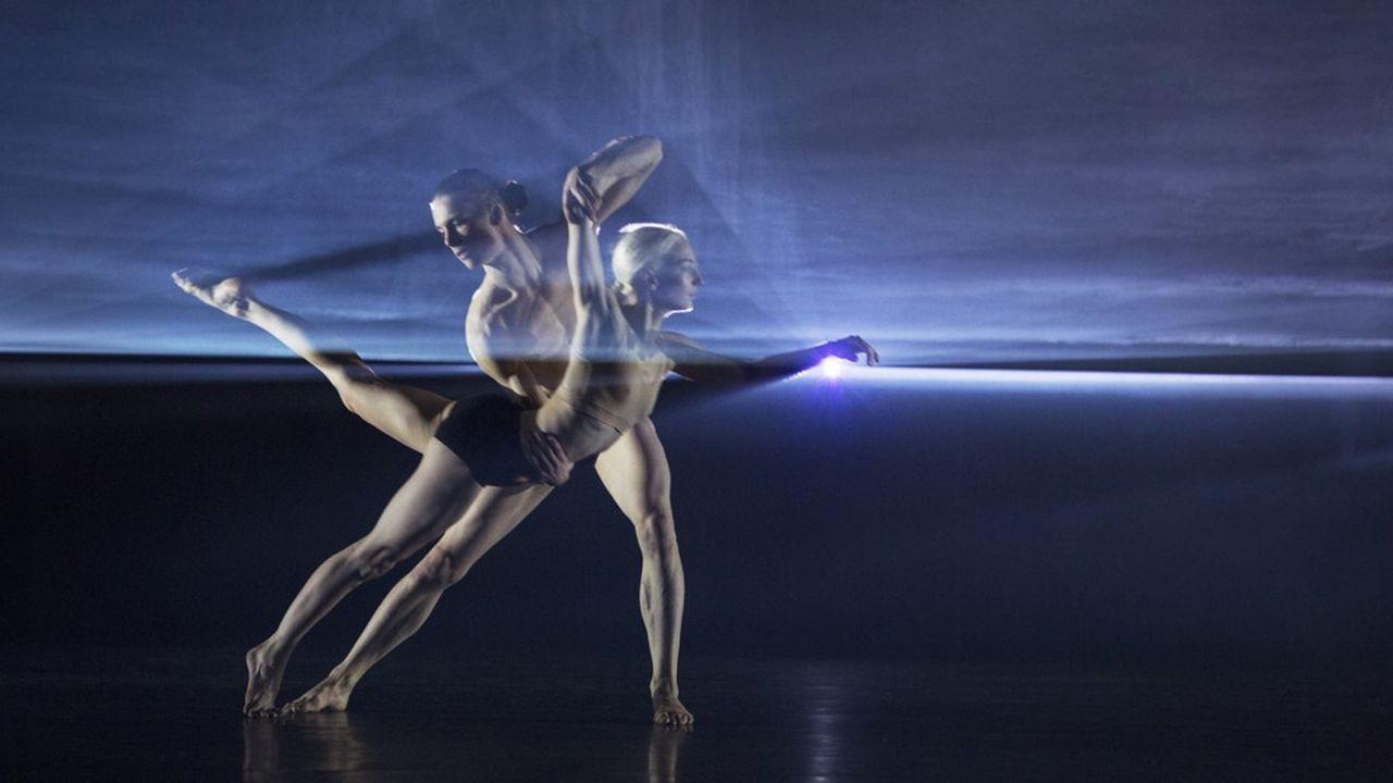 Il faudra attendre un duo ou un passage furtif au sol pour que la danse de cette« Autobiography » prenne une autre ampleur.