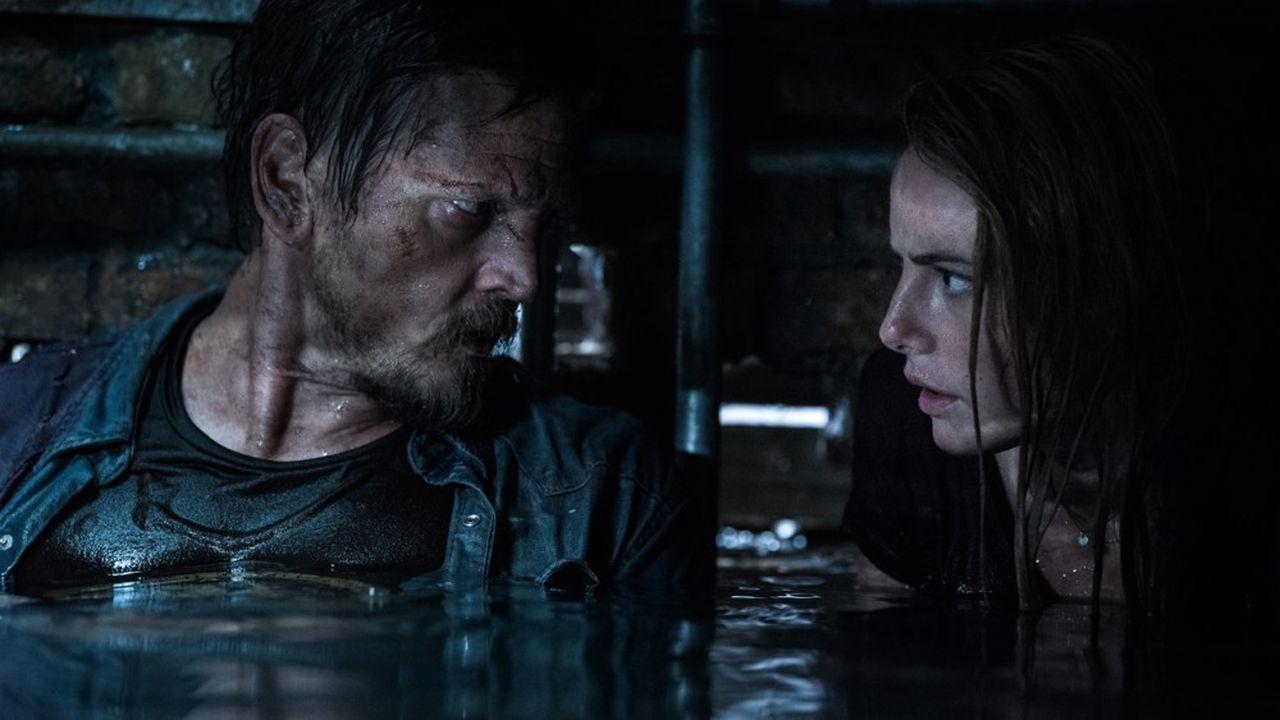Barry Pepper et Kaya Scodelario, pris au piège d'un alligator, doivent s'échapper d'une cave infernale.