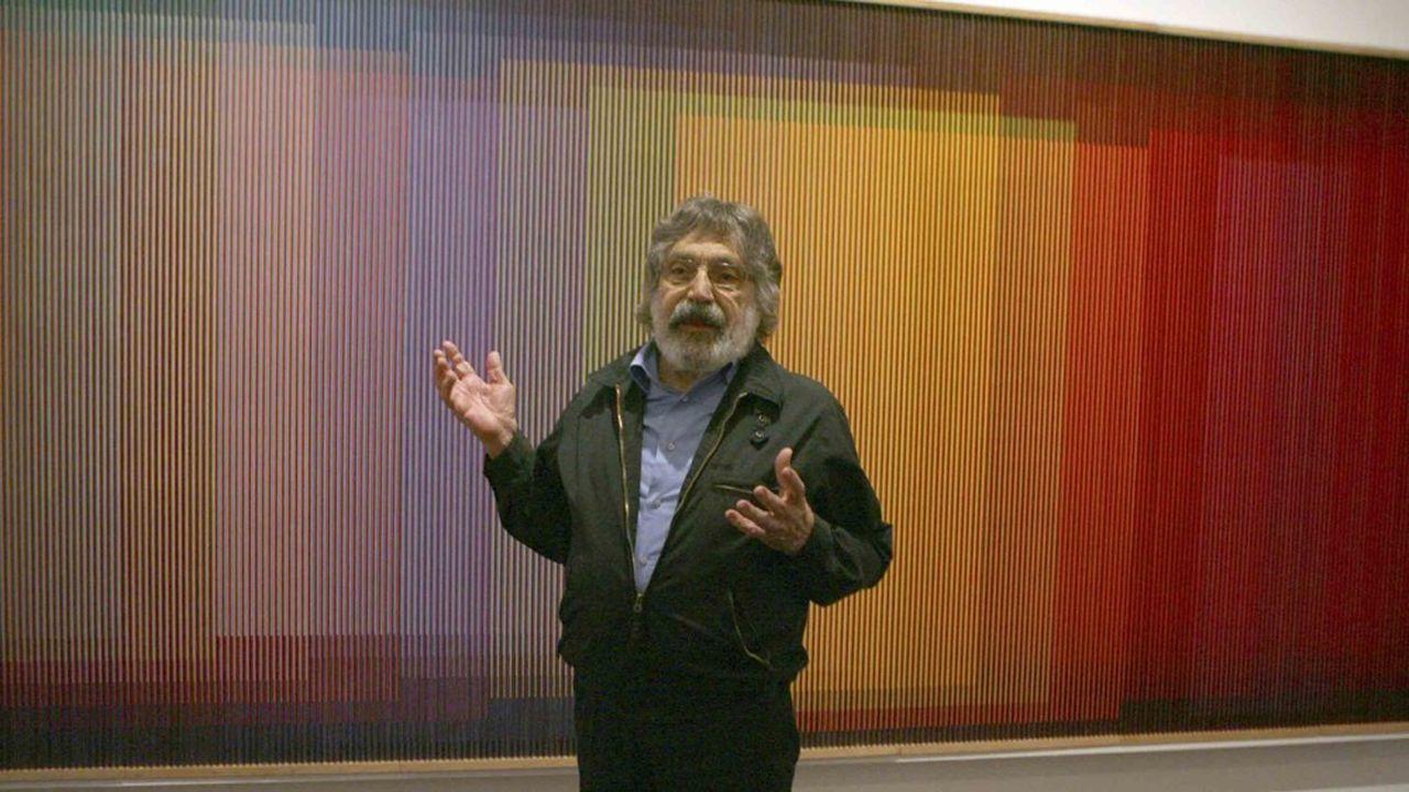 Avec ses Physichromies, Carlos Cruz-Diez joue avec les variations de couleurs: quand le spectateur se déplace, les trames de couleur semblent se percuter et génèrent de nouvelles gammes chromatiques.