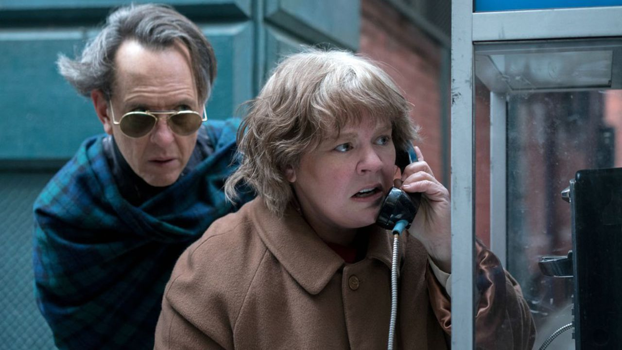 Richard E. Grant et Melissa McCarthy forment un duo de petits escrocs attachants.