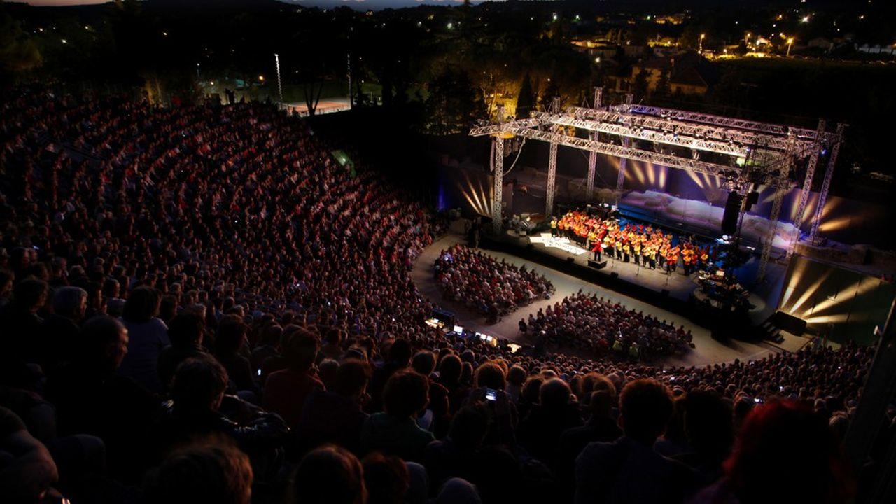 Le théâtre antique de Vaison-la-Romaine accueille tous les soirs des concerts de voix, l'instrument principal des Choralies.