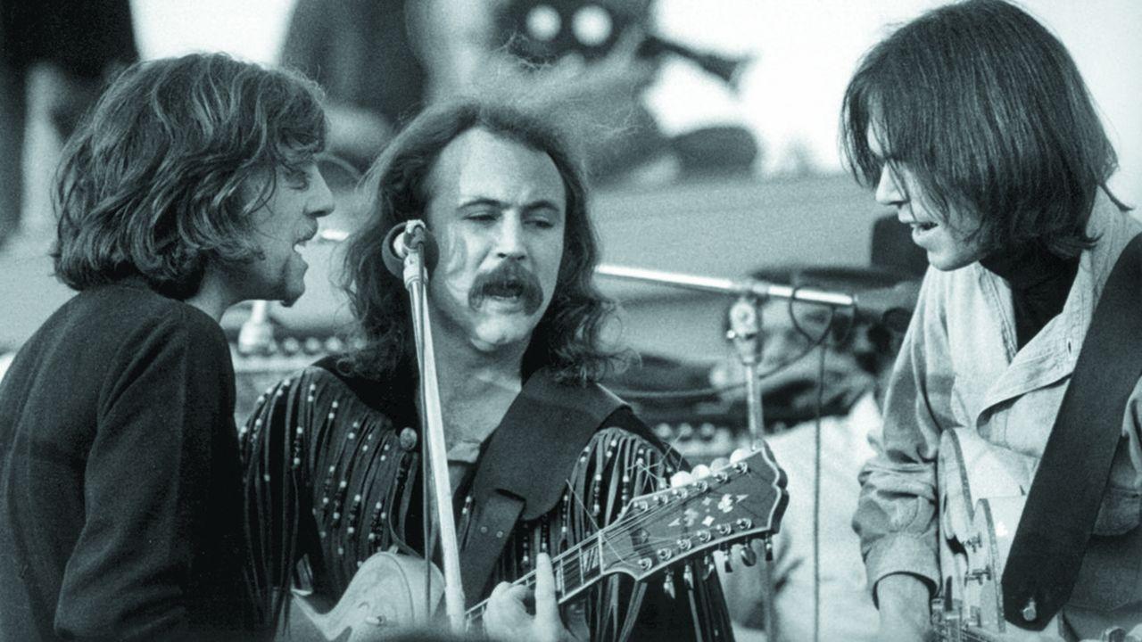 Crosby, Stills, Nash (arrière-plan), avec Neil Young, en 1969.