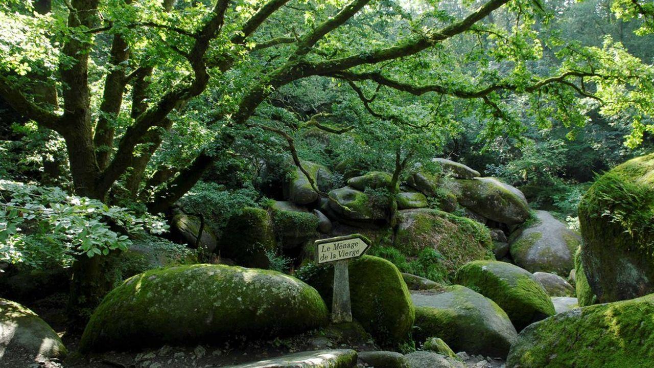 C'est dans la forêt de Huelgoat, dans le Finistère, que Victor Segalen disparaît. Il est retrouvé mort, deux jours plus tard, par sa femme.