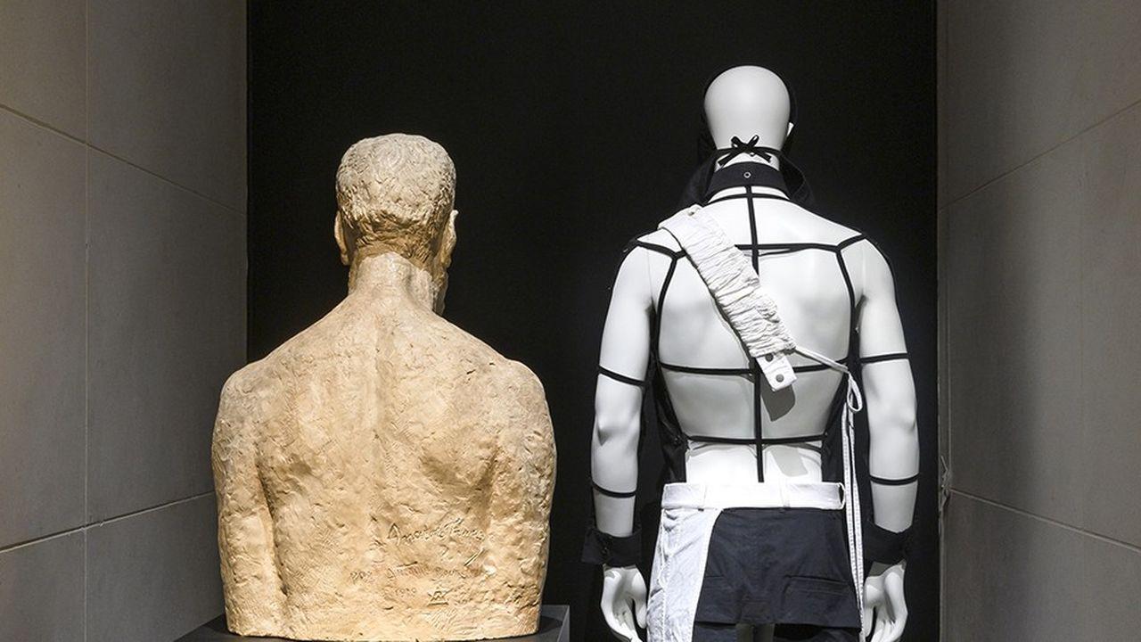 Expo: vue de dos au Palais Galliera