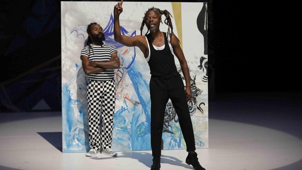 Les comédiens jonglent avec la langue novarienne grâce à leur énergie circassienne.