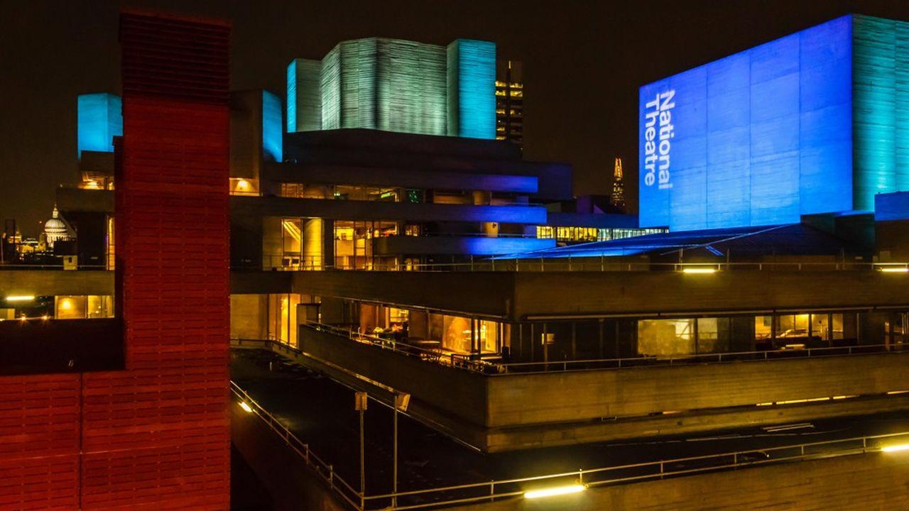 Le National Theatre et le Southbank Centre (à gauche), qui s'attache à défendre les artistes émergents.