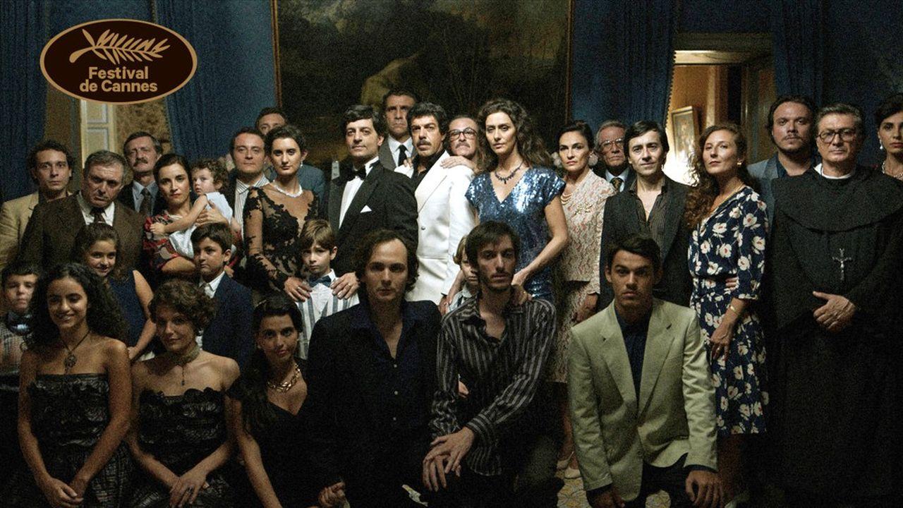 Bellocchiobrosse sans didactisme dresse un portrait sardonique de l'Italie des décennies 1980 et 1990.