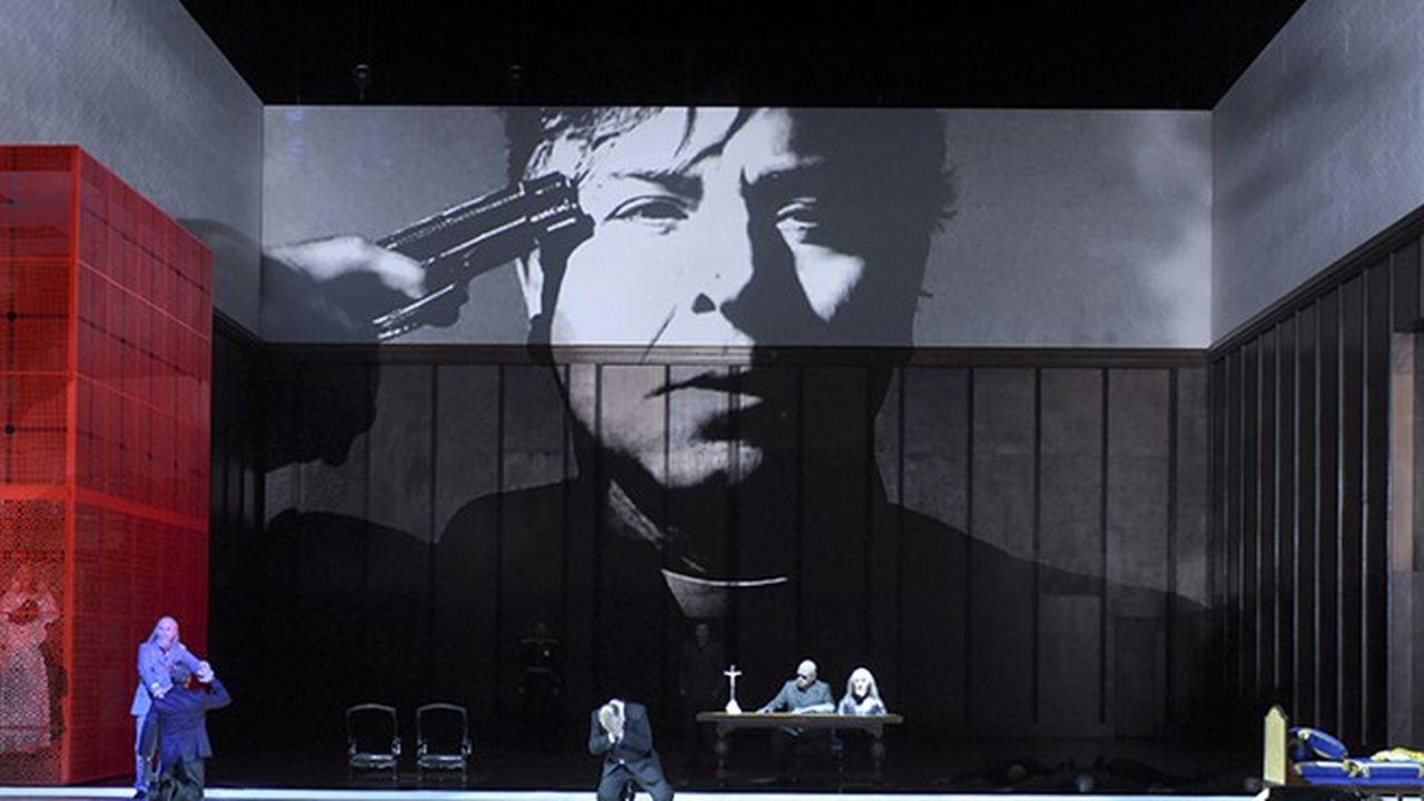 Un spectacle marqué par par les tics du metteur en scène polonais, notamment un usage dispensable de la vidéo.