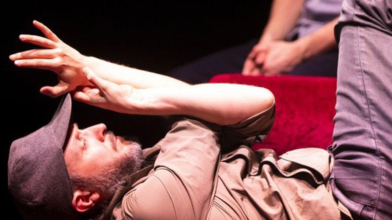 Le plus beau tient dans la qualité de la gestuelle, Sidi Larbi Cherkaoui, quarante-trois ans, et Colin Dunne, cinquante et un ans, offrant au public une belle réflexion sur les âges de la danse.
