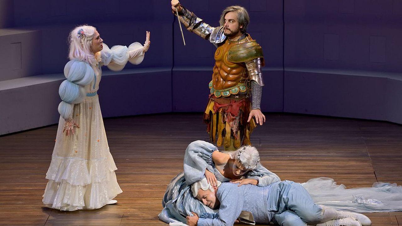 Voix de bronze, solide comme sa cuirasse, Nahuel di Pierro campe un Hercule à la fois fier, un peu obtus, mais en qui le doute peu s'immiscer.