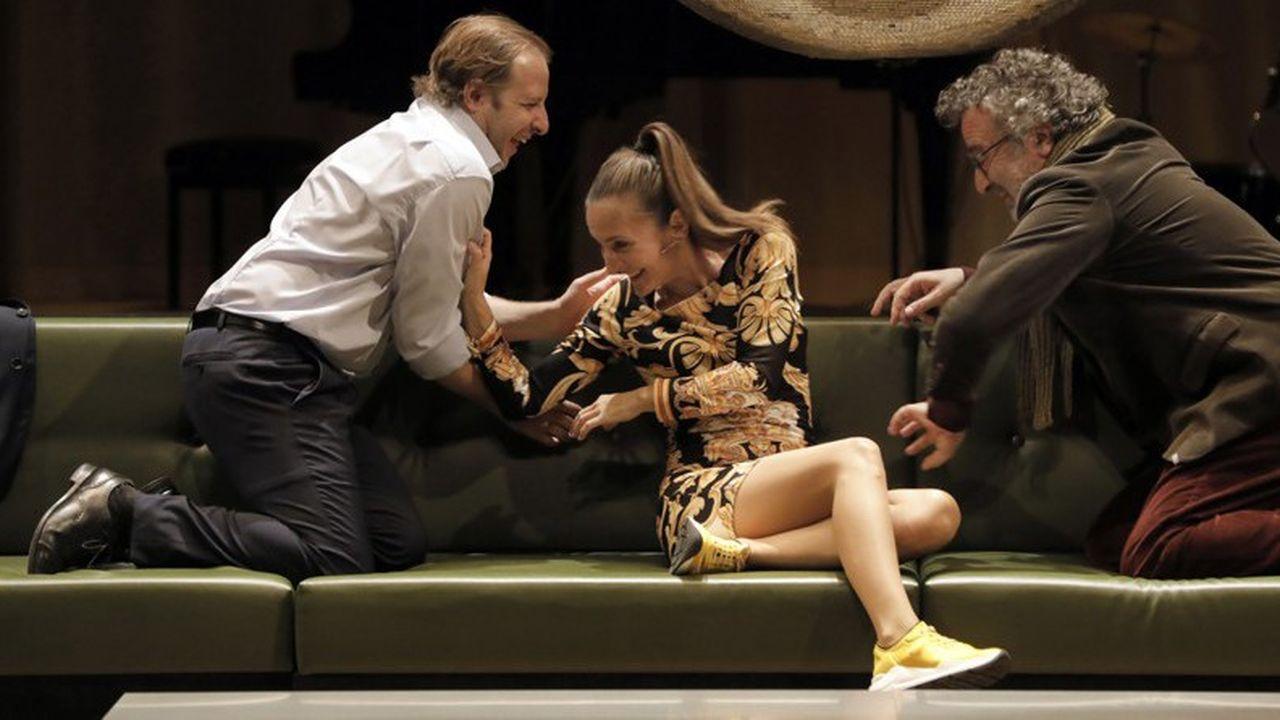Jean-Charles Clichet (Robert), Camille Chamoux (Sarra) et Stéphane Roger (Donald) irrésistibles en bourgeois à cran dans « Les guêpes de l'été nous piquent encore en novembre ».