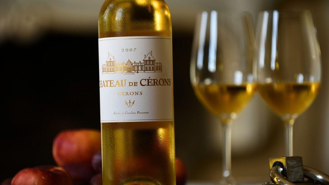 Entre Illats et Podensac, à 40 kilomètres au sud de Bordeaux, Cérons peut revendiquer la singularité d'être, depuis 1936, la plus petite appellation du Bordelais : moins de 30 hectares.