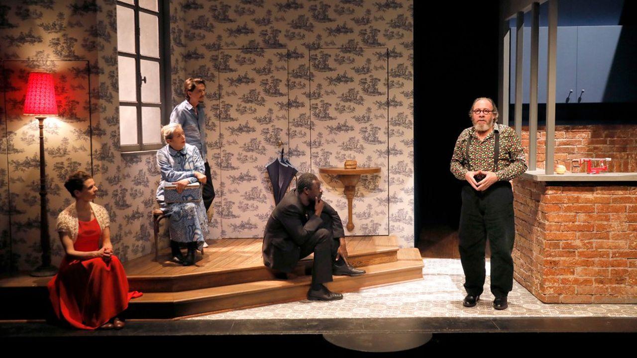 Anna Cervinka (La Lampe) Claude Mathieu (La Boîte à couture), Pierre Louis-Calixte (Le Parapluie), Bakary Sangaré (L'OEil-de-tigre) et Hervé Pierre (Le Pèle-pommes) donnent une conférence.