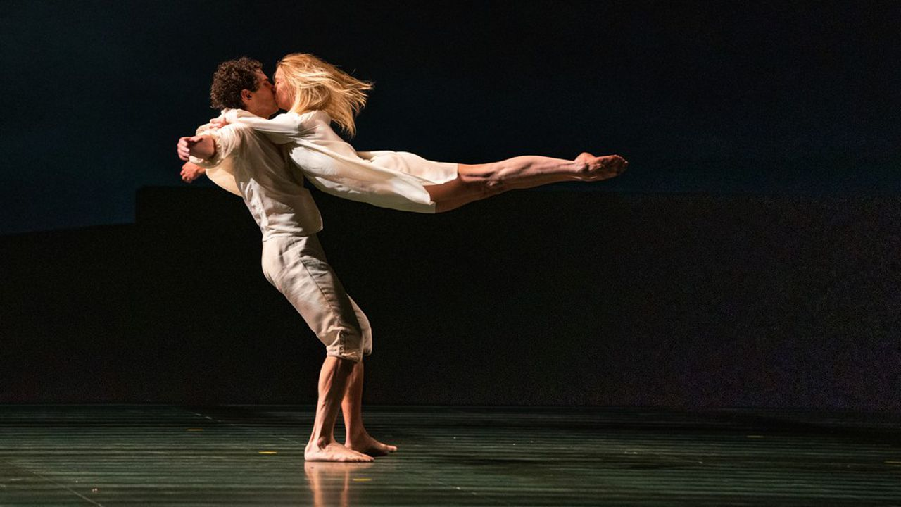 «Le Parc» d'Angelin Preljocajen répétitions à l'Opéra Garnier.Eleonora Abbagnato s'envole dans les bras de Stéphane Bullion.