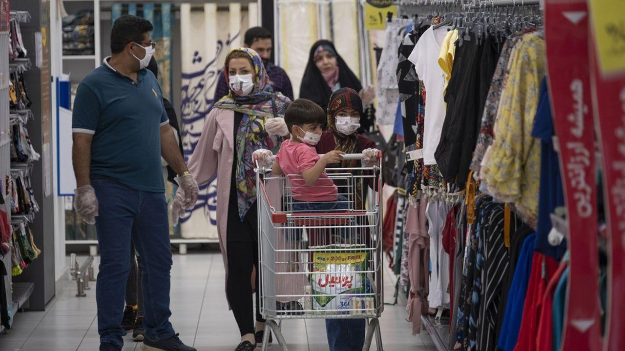 Sur la seule journée de mercredi, plus de 2.000 nouveaux cas de contamination ont été recensés par Téhéran.