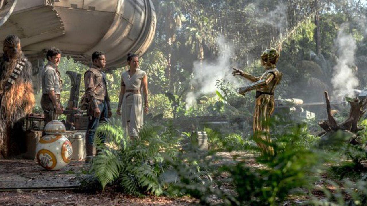 Chewbacca (Joonas Suotamo), Poe (Oscar Isaac), Finn (John Boyega), Rey (Daisy Ridley) and C-3PO (Anthony Daniels) dans « Star Wars » : « L'Ascension de Skywalker ».
