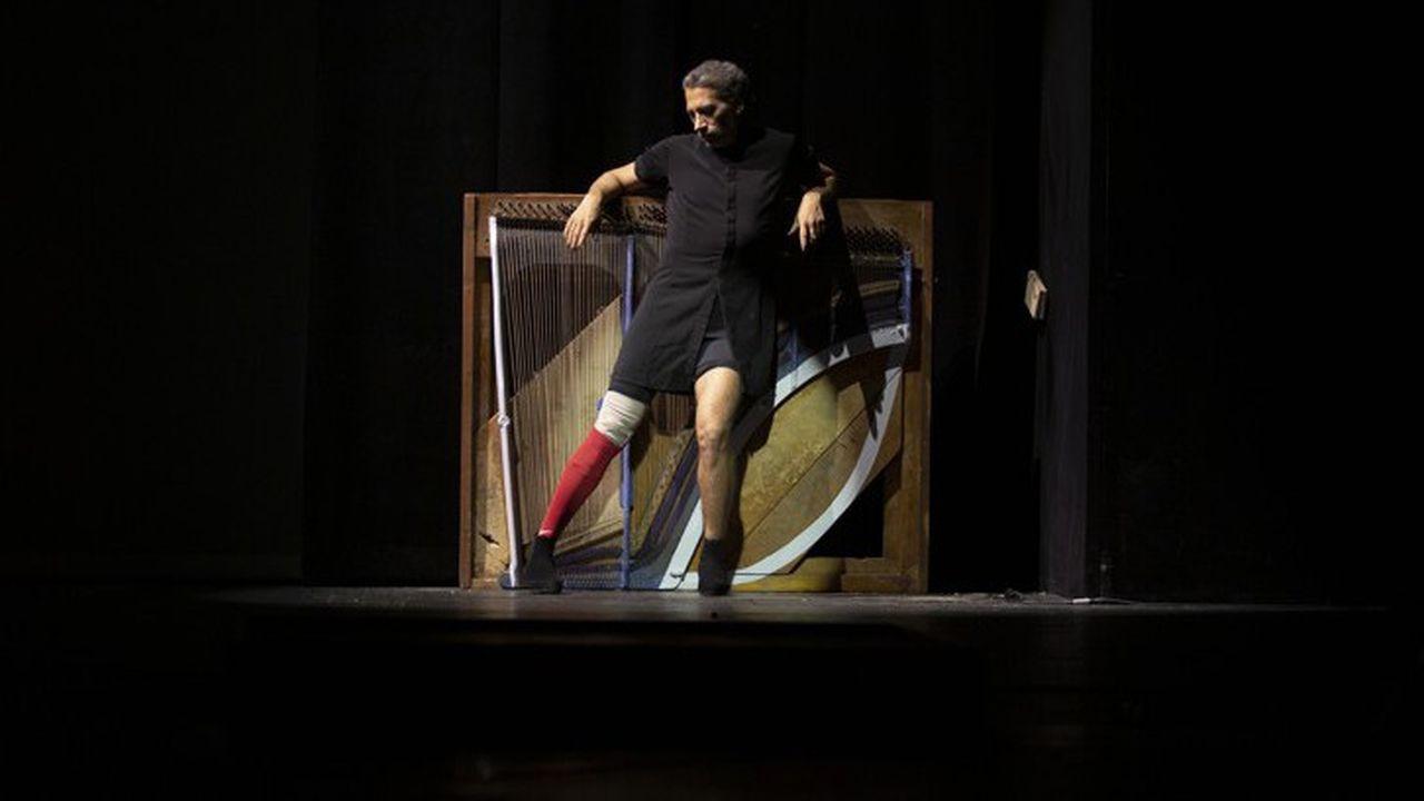 « La Consagracion de la Primavera » est autant un hommage à Nijinski qu'au burlesque de Chaplin ou aux grandes figures du flamenco.