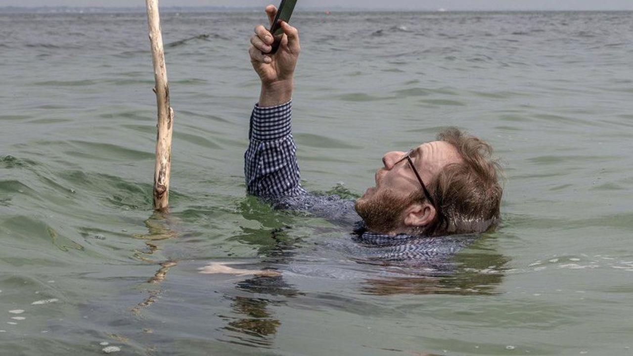« Selfie » aurait aussi bien pu être sous-titré : « Comment les réseaux sociaux nous ont rendus fous ».