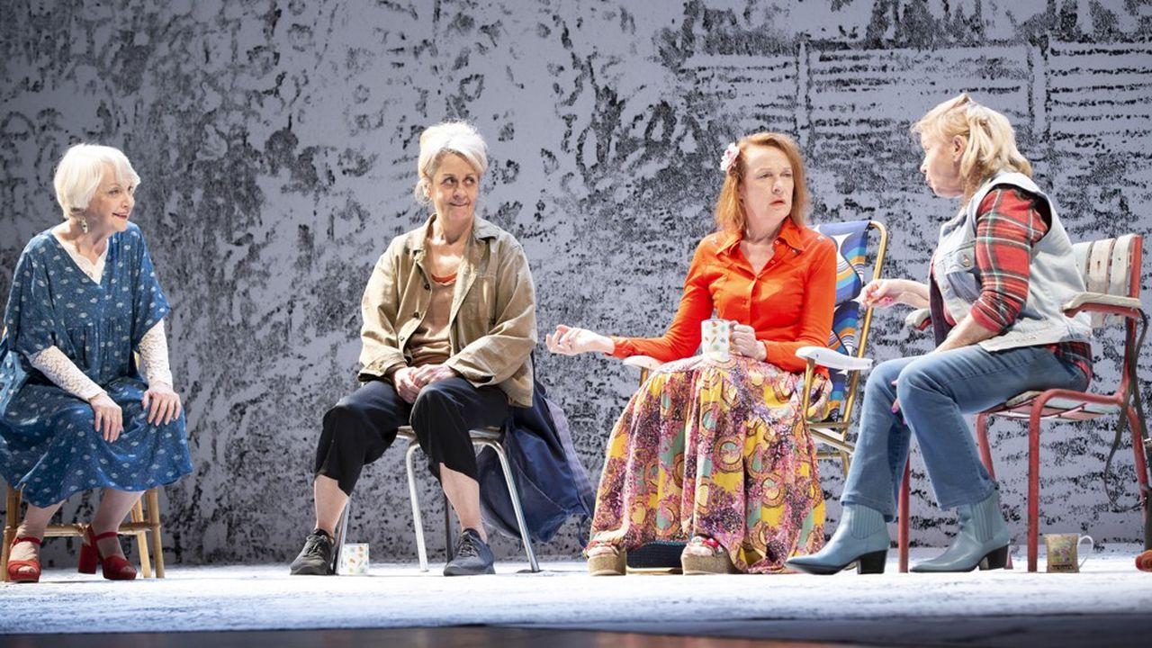 Sally (Danièle Lebrun), Mrs Jarrett (Dominique Valadié), Lena (Charlotte Clamens) et Vi (Geneviève Mnich).