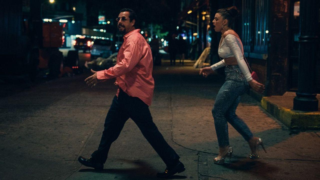 Adam Sandler et Julia Fox en pleine action.