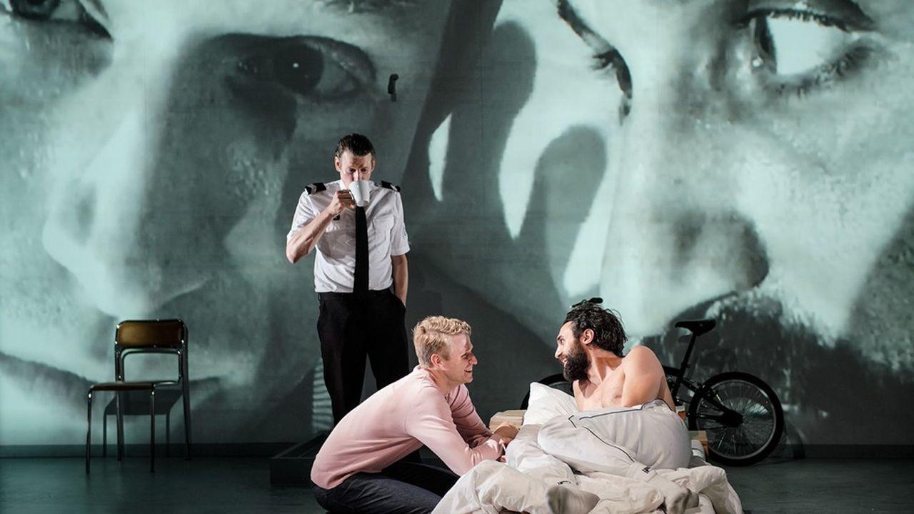 Edouard (Laurenz Laufenberg) revit sa nuit de cauchemar avecReda (Renato Schuch).
