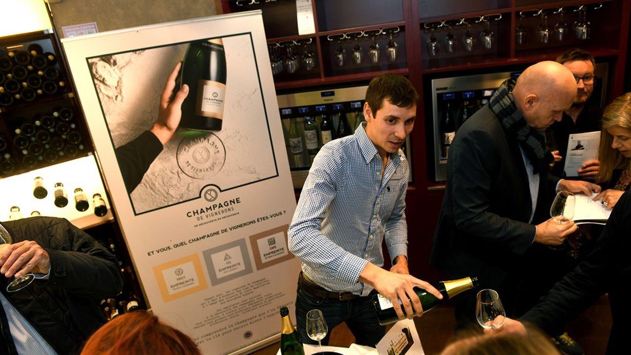 Lancement de l'opération Carnet d'Empreintes par les Champagnes de Vignerons, le 27novembre 2019, chez le caviste Lavinia, à Paris.