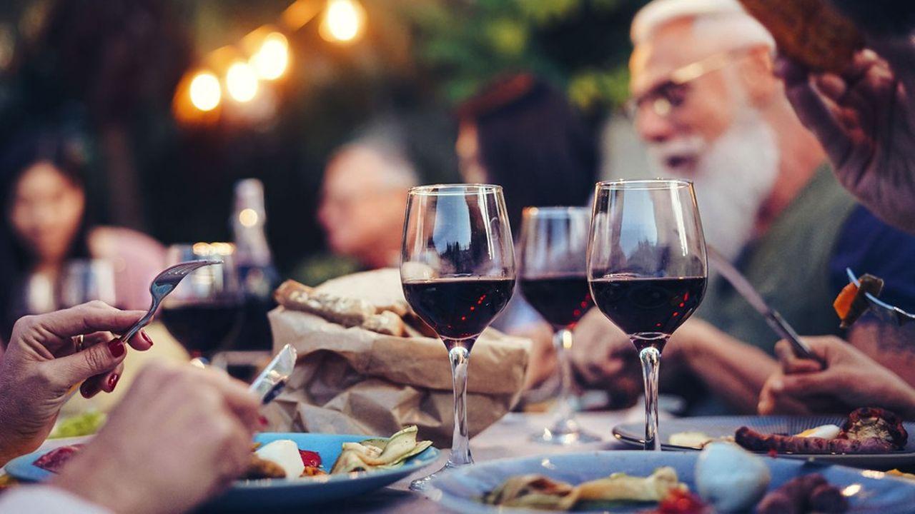 En moyenne, cinq vins sont généralement proposés à la carte dans les restaurants.